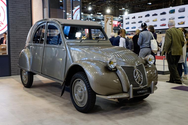 Mindenki kedvence, a filléres 2CV 1948-ban lett megvásárolható, bár a prototípusok már a háború alatt kész voltak