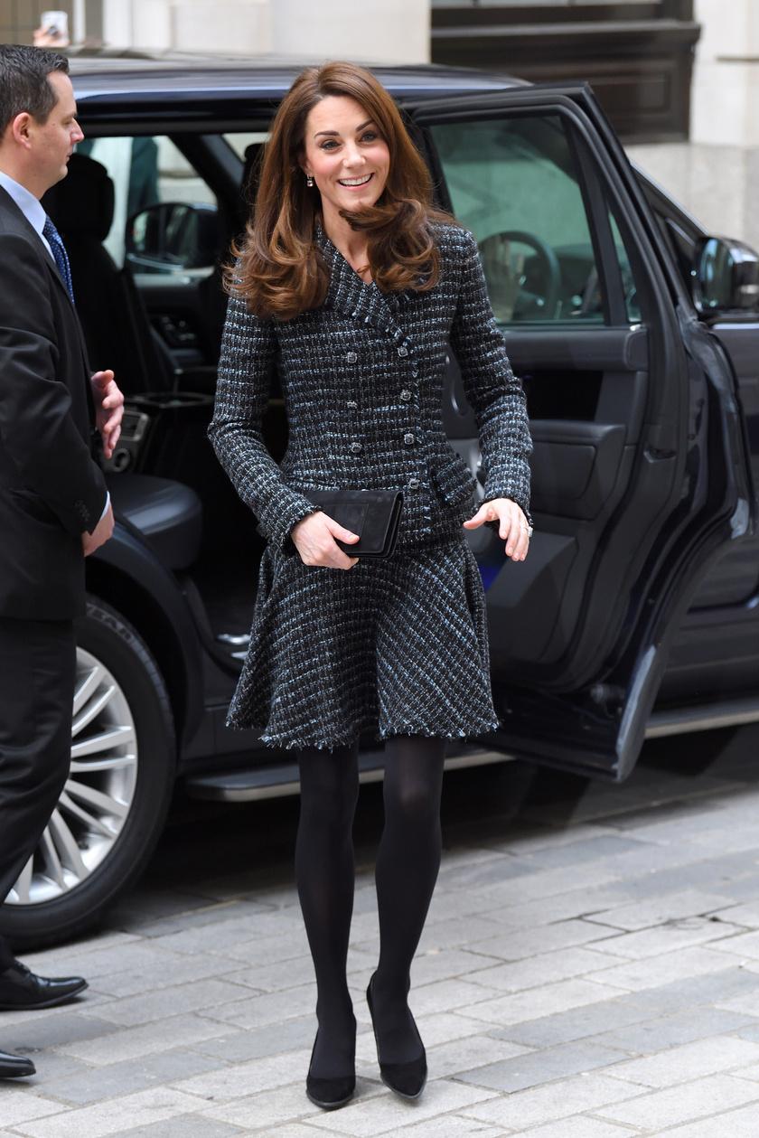 Mit számít a protokoll? A hercegné fantasztikusan nézett ki ebben a tweed összeállításban.