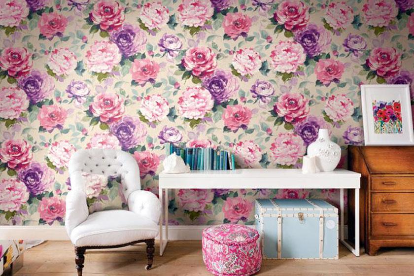 Virágmintás tapétával csipetnyi romantikát csempészhetsz a lakásba.