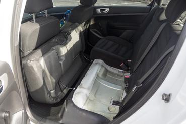 Ilyen megoldást manapság már nem látunk autóban, de legalább látszik, hogy itt a karosszéria ép