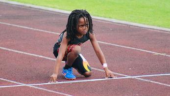 13,48 alatt futja a százat egy 7 éves fiú