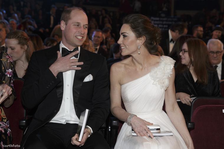 A BAFTA-gálán úgy nézett ki ebben a fehér ruhában, mint egy menyasszony.