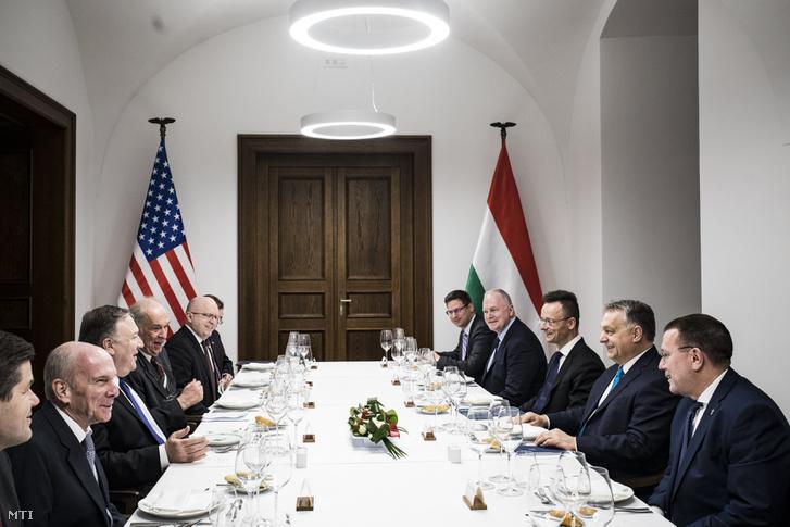 Orbán Viktor miniszterelnök fogadja Mike Pompeo amerikai külügyminisztert hivatalában a Karmelita kolostorban 2019. február 11-én.