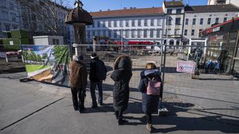 Hétfőn megszűnik a trolibusz-végállomás az Arany János utcánál
