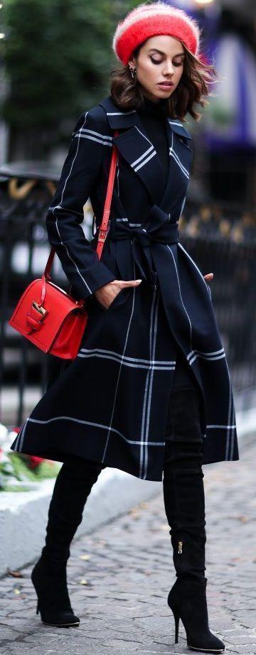 66b434702fe6 A hosszú, A-vonalú, derékon kötős kabátok igazi jolly jokerek: nőiesek,