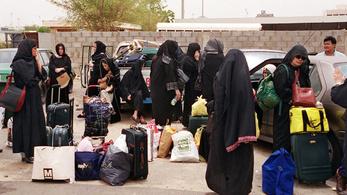 A szaúdi férfiak mobilon keresztül tarthatják rabságban feleségeiket