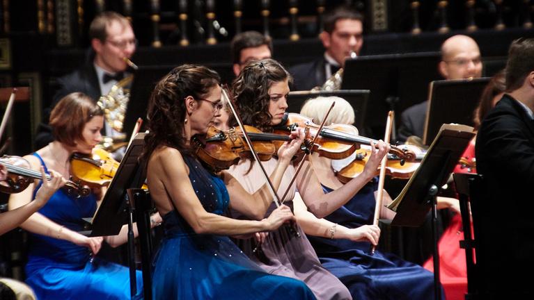 Örömóda és szimfonikus techno az Indexen
