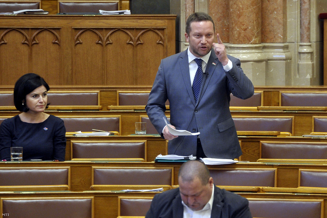 Ujhelyi István, az MSZP európai parlamenti képviselője (k) az Országgyűlés plenáris ülésén 2018. október 3-án