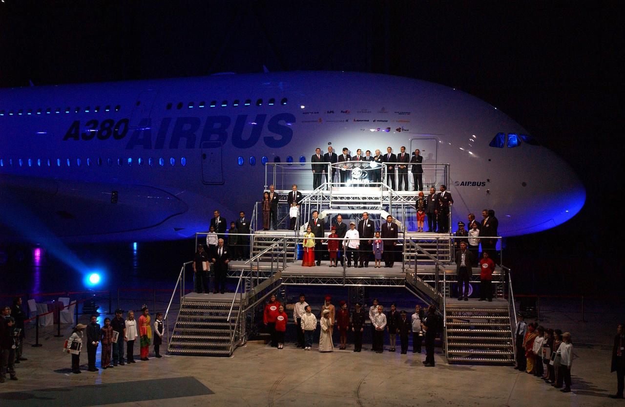 2005. január 18-án mutatták be a nagyközönségnek az első A380-at.