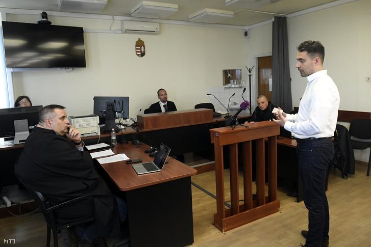 Vona Gábor, a Jobbik volt elnöke (j) tanúvallomást tesz a Kovács Béla európai parlamenti képviselő, volt jobbikos politikus és három társa ellen az Európai Unió intézményei elleni kémkedés bűntette és más bűncselekmények miatt indult büntetőper tárgyalásán a Budapest Környéki Törvényszék tárgyalótermében 2019. február 14-én.