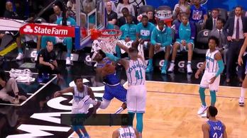 Kobe mozdulatát másolva zsákolt a Magic-kosaras