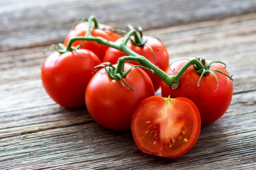 A paradicsom rendkívül gazdag vitaminokban, ám gyomorégés esetén fokozza a problémát. Különösen éhgyomorra és nyersen nem ajánlott fogyasztani.