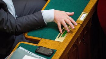 Az Országgyűlés Hivatal szerint legitimek a parlamenti szavazógépek