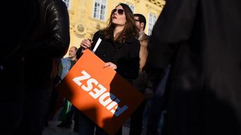 Závecz: Budapesten és a megyei jogú városokban erősebb az ellenzék, mint a Fidesz