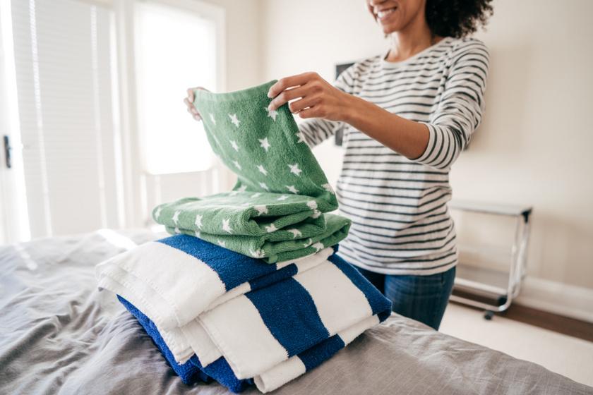 Hogy hajtogatod a pólókat és a bugyikat? Lehet, hogy nem jó a módszered