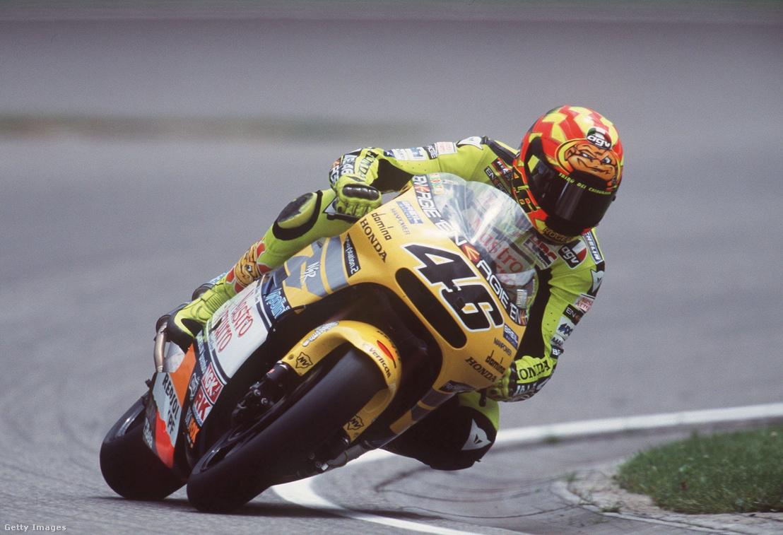 Valentino Rossi az 500 kcm-esek versenyén 2001-ben