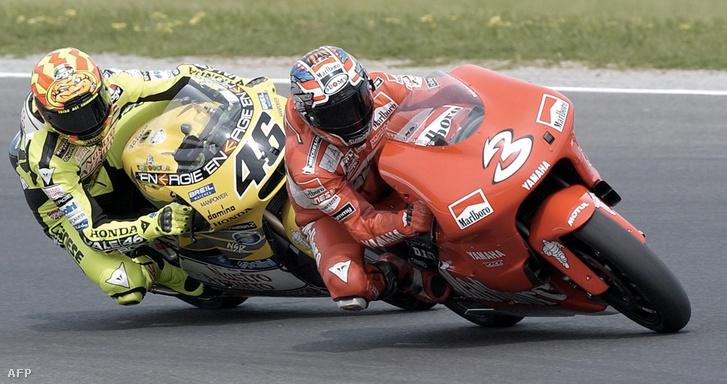 Rossi és Max Biaggi 2001-ben