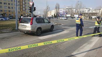 Közelharcban fogta le egy autós a rá pisztolyt szegező szökött rab kezét