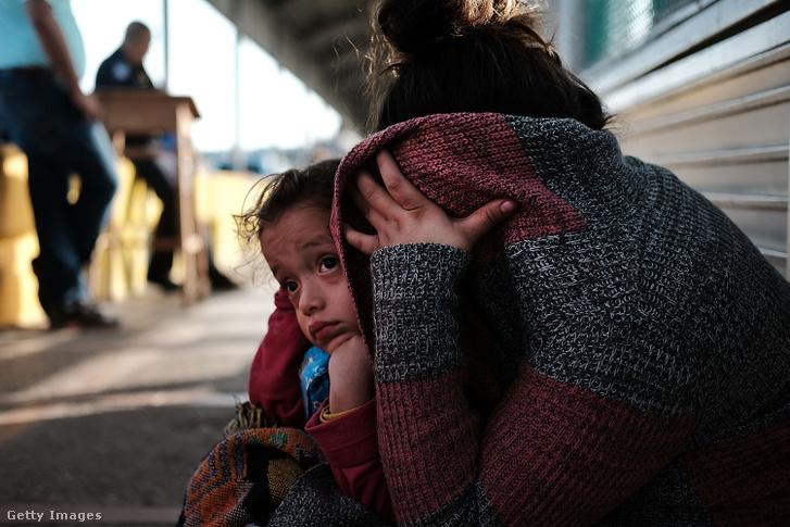 Hondurasi menekültek a mexikói határon