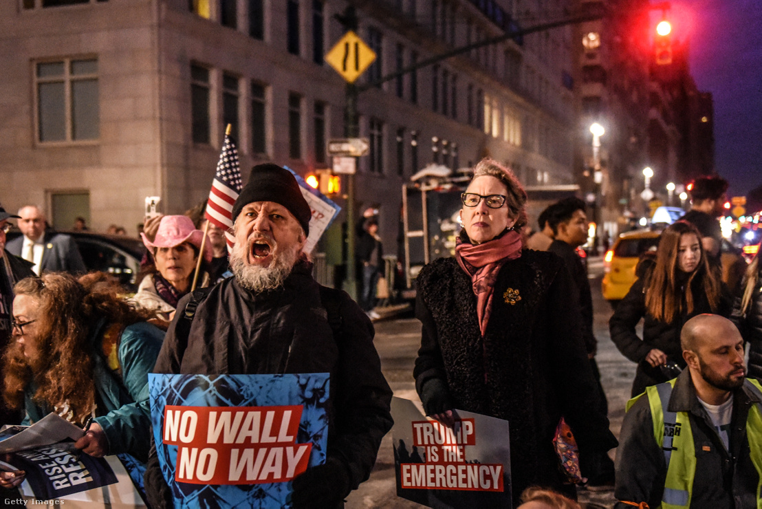 Tüntetés a fal ellen New Yorkban