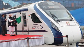 Az első útján leállt és füstölt India leggyorsabb vonata