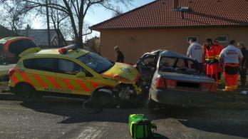 Mentőorvos csapódott bele egy másik autóba Törökszentmiklóson