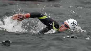 Egy másodperc döntött 10 kilométer úszás után