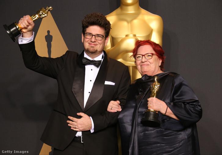 Deák Kristóf, a Mindenki című rövidfilm rendezője és Udvardy Anna producer a 2017-es Oscar-díjátadón