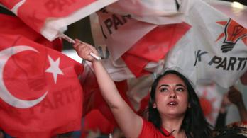 Töröltek a választási névjegyzékből majdnem százezer embert Törökországban