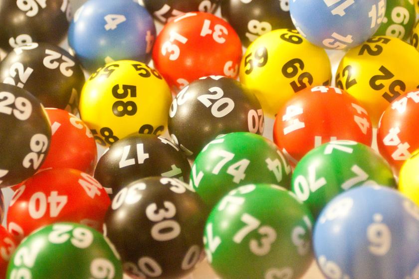 Kihúzták az ötös lottó nyerőszámait - 2 milliárd 566 millió forint volt a tét