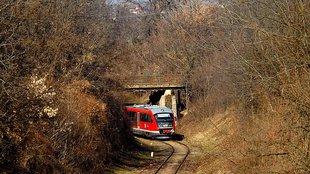 Sínen van a vonatpótlás