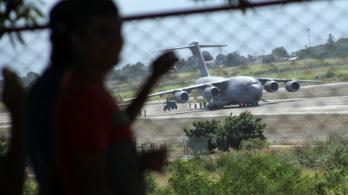 Humanitárius segéllyel a fedélzetén landolt egy amerikai gép a venezuelai határ mellett