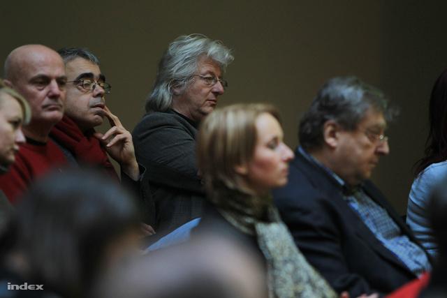 Kukorelly Endre, Keresztury Tibor és Esterházy Péter a közönség soraiban