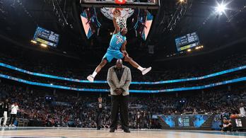 A 216 centis Shaqet átugorva jött az NBA legkáprázatosabb zsákolása