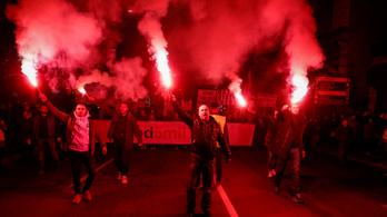 Belgrádban már tizenegyedszer tüntetnek, Albániában előkerültek a vascsövek