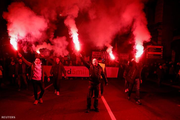 Tüntetők Belgrádban 2019. február 16-án