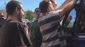 Fegyenc szabadított ki egy autóba zárt kisgyereket Floridában