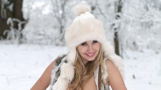 Holly a hóban