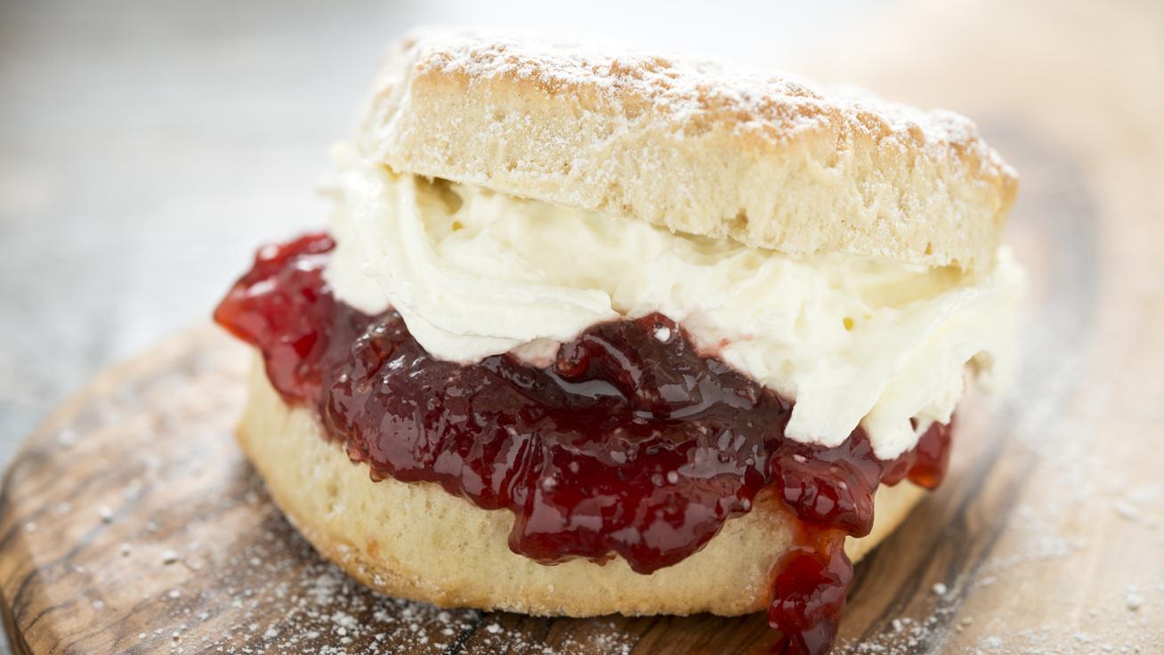 A híres angol pogácsa megúszós receptje: krémmel, lekvárral isteni
