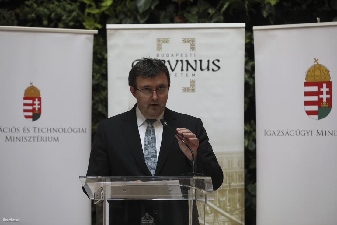 Palkovics László a Corvinus Egyetemen tartott sajtótájékoztatón 2019. február 11-én