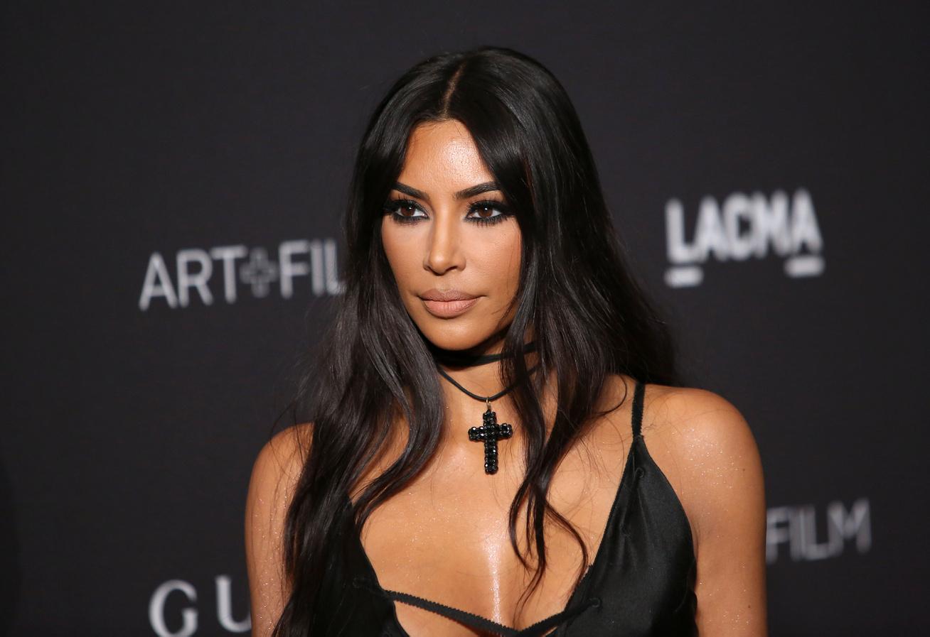 kim-kardashian-meresz-ruhak-cover