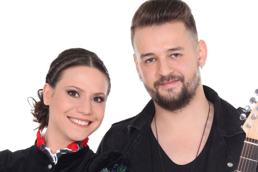Babát vár a magyar énekesnő - Pocakos fotóval tudatta ma délután