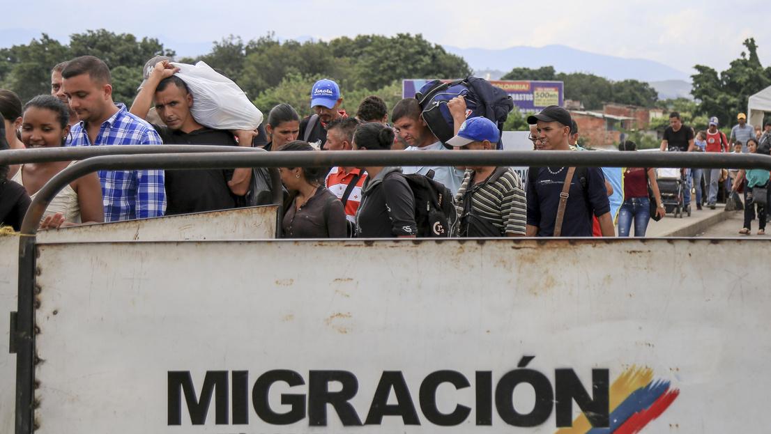 Több száz venezuelait fogadott be titokban a kormány, de nem fizet bevándorlási különadót