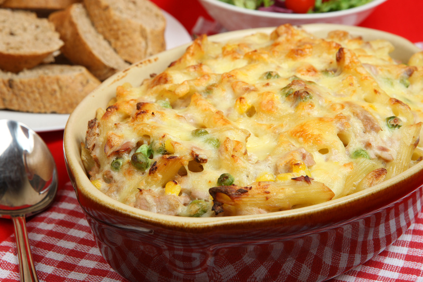 Könnyű, sajtos, tonhalas tészta zöldségekkel: összesütve még finomabb
