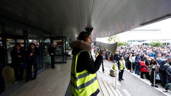 Kigyulladt a római Ciampino reptér egyik boltja, leállították a forgalmat