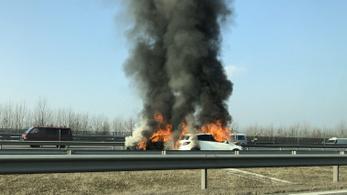 Autók lángoltak az M0-son