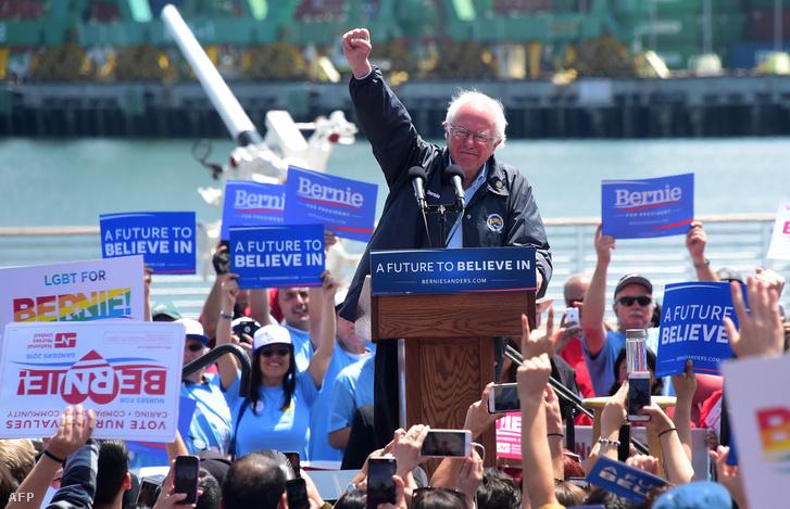 Bernie Sanders 2016-ban, kampányának egyik Los Angeles-i állomásán