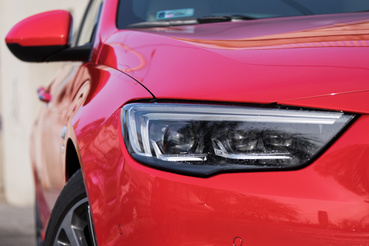 Okos fényszórója van, és az Opelé jól is működik