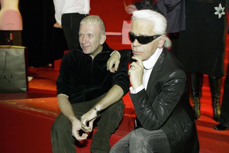 Lagerfeld és Jean Paul Gaultier a párizsi Aids gálán, 2004-ben