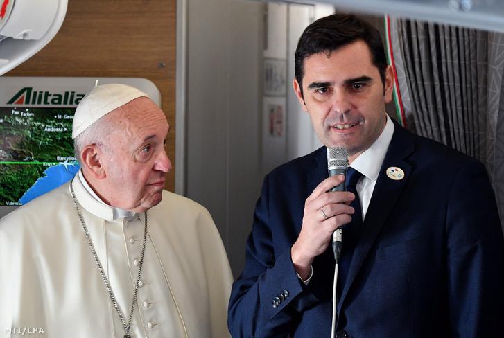 Ferenc pápa és Alessandro Gisotti vatikáni sajtófőnök